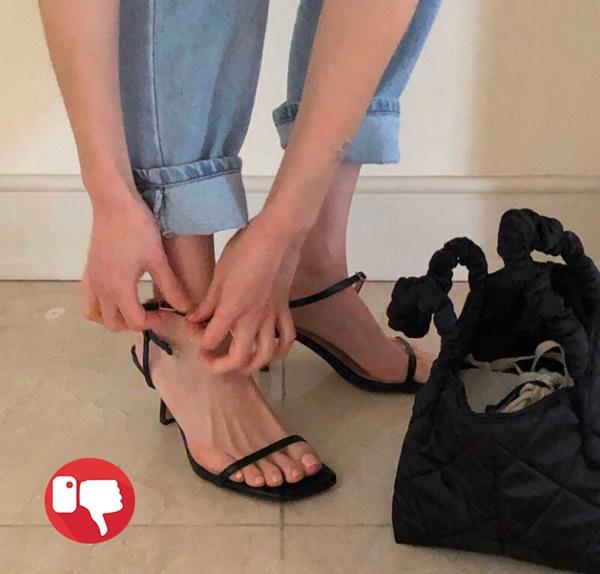 Ngọc Trinh tự nhận có bàn chân xấu điên đảo, dắt túi cả ngàn đôi giày hiệu vẫn nhiều lần lộ hết chân thô-14