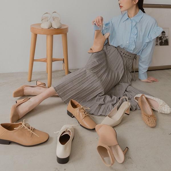 Ngọc Trinh tự nhận có bàn chân xấu điên đảo, dắt túi cả ngàn đôi giày hiệu vẫn nhiều lần lộ hết chân thô-15