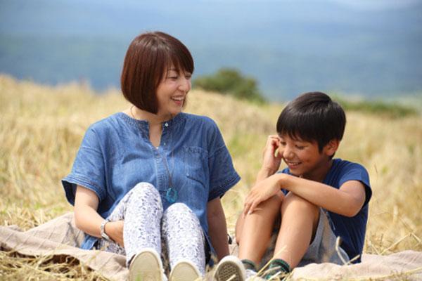 Con trai hồn nhiên hỏi: Lớn lên con lấy mẹ được không?, mẹ đáp 1 câu khiến ai cũng thán phục-2