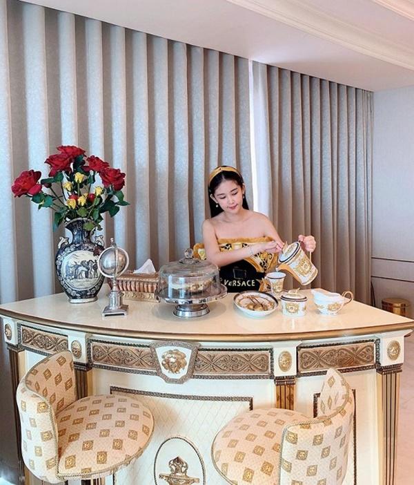 Bên trong căn hộ rộng 280m2 cực thoáng đãng của Hoa hậu Ngân Anh-8