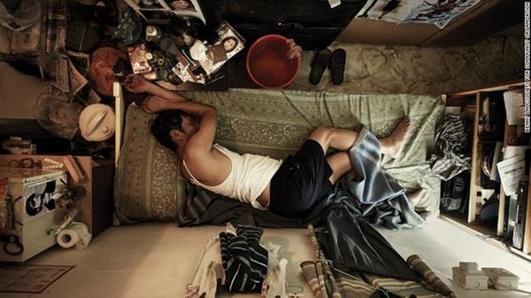 Bi kịch thế giới nhà chuồng cọp ở Hong Kong những ngày cách ly xã hội: Mỗi phòng cả chục người, giãn cách kiểu gì bây giờ?-2