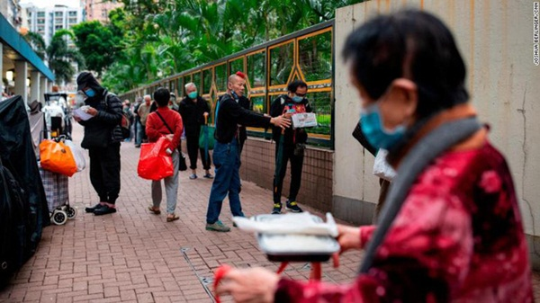 Bi kịch thế giới nhà chuồng cọp ở Hong Kong những ngày cách ly xã hội: Mỗi phòng cả chục người, giãn cách kiểu gì bây giờ?-5