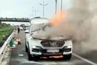 Cháy ôtô 7 chỗ trên cao tốc Trung Lương, giao thông ùn tắc 3 km