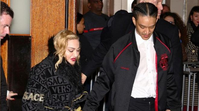 Nhan sắc Madonna ở tuổi 62 và chuyện tình với phi công kém 36 tuổi-5