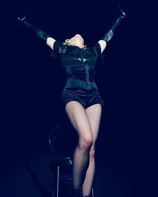 Nhan sắc Madonna ở tuổi 62 và chuyện tình với phi công kém 36 tuổi-13