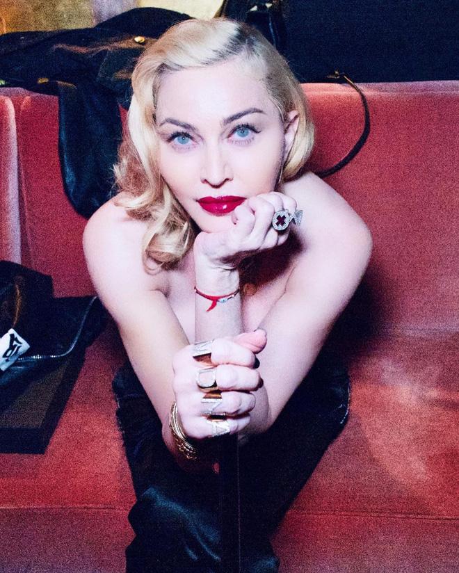 Nhan sắc Madonna ở tuổi 62 và chuyện tình với phi công kém 36 tuổi-15