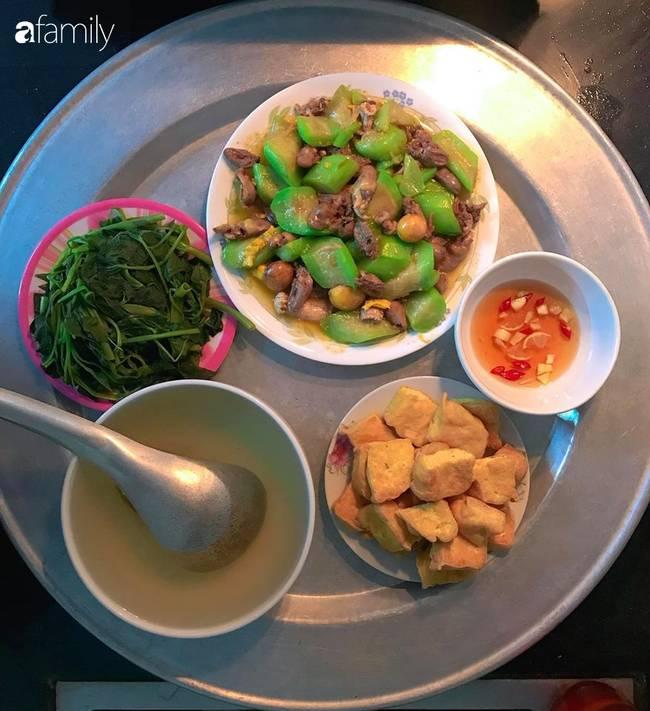 Chi tiền chợ trung bình 40 nghìn/bữa cho gia đình 4 người nhưng mâm cơm của mẹ đảm Hà Nội luôn đầy đặn đến bất ngờ-1