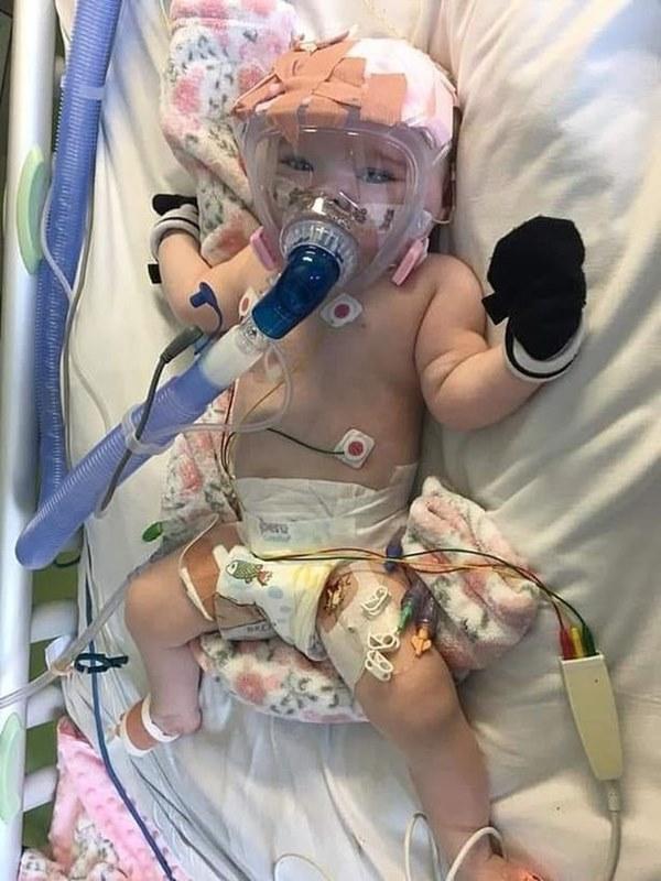 """Dù đang mắc bệnh tim nhưng bé gái 6 tháng tuổi vẫn đánh bại"""" virus SARS-CoV-2 trong niềm hạnh phúc tột độ của nhiều người-1"""