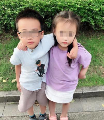 Ngủ chung giường với chị gái 11 năm, bé trai nói 1 câu khiến mẹ hoảng sợ-2