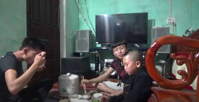 Diện mạo ban đầu và cuộc sống khó khăn của hai anh em Tam Mao trước khi nổi tiếng-6