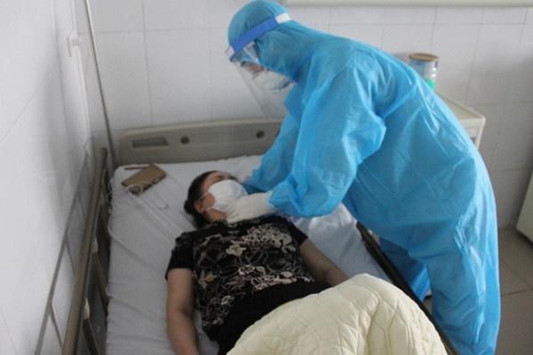 Bác gái bệnh nhân Covid-19 số 17 bất ngờ sốt trở lại, rối loạn đông máu cao hơn bình thường-1