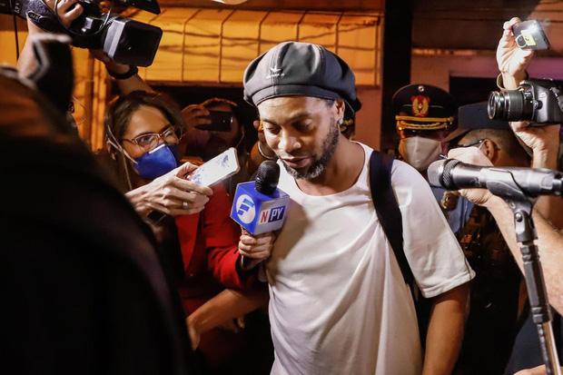 Ronaldinho lần đầu chia sẻ về những ngày tháng phải ngồi tù: Tôi sốc nặng khi biết mình bị tống giam. Thật không thể tưởng tượng nổi!-2