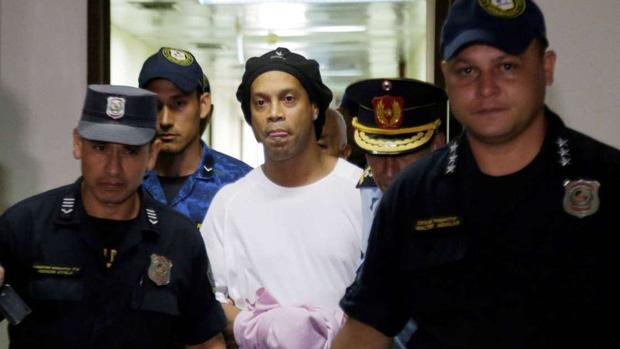 Ronaldinho lần đầu chia sẻ về những ngày tháng phải ngồi tù: Tôi sốc nặng khi biết mình bị tống giam. Thật không thể tưởng tượng nổi!-1