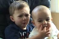 2 cậu bé trong clip cắn ngón tay nổi tiếng 13 năm trước giờ ra sao