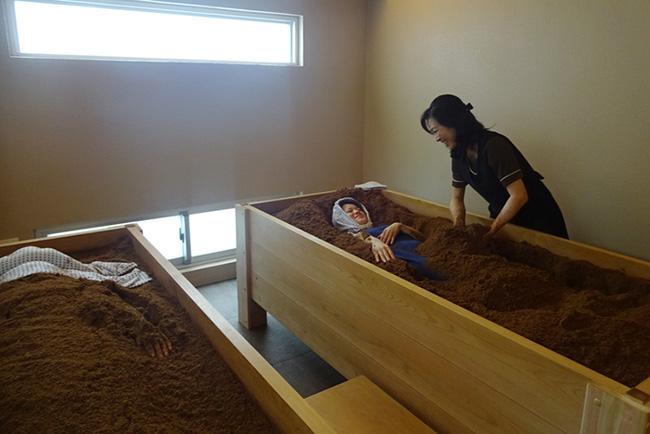 Người Nhật có một kiểu tắm được lưu truyền từ 70 năm trước, làm theo sẽ giúp bạn thải độc tố, chống lão hóa đến không ngờ-1