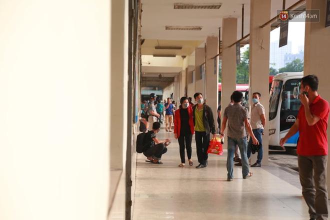 Ảnh: Người dân từ thành phố đổ về quê nghỉ lễ, các bến xe Hà Nội và Sài Gòn đông đúc sau thời gian giãn cách xã hội-6