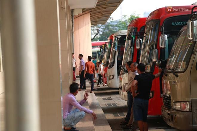 Ảnh: Người dân từ thành phố đổ về quê nghỉ lễ, các bến xe Hà Nội và Sài Gòn đông đúc sau thời gian giãn cách xã hội-5