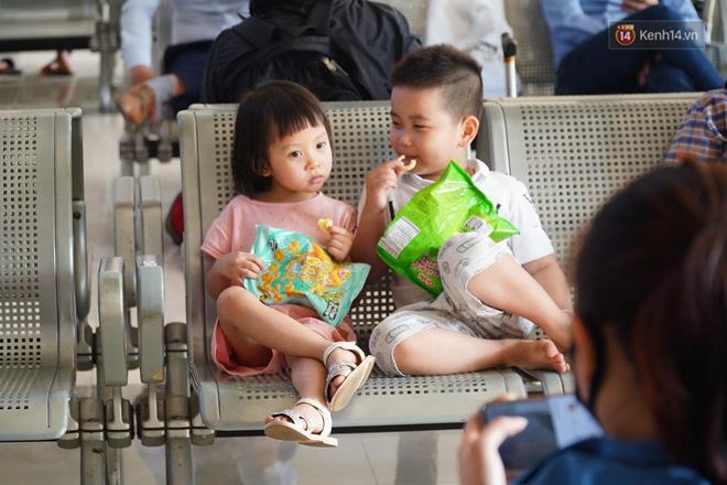 Ảnh: Người dân từ thành phố đổ về quê nghỉ lễ, các bến xe Hà Nội và Sài Gòn đông đúc sau thời gian giãn cách xã hội-26
