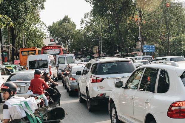 Ảnh: Người dân từ thành phố đổ về quê nghỉ lễ, các bến xe Hà Nội và Sài Gòn đông đúc sau thời gian giãn cách xã hội-37