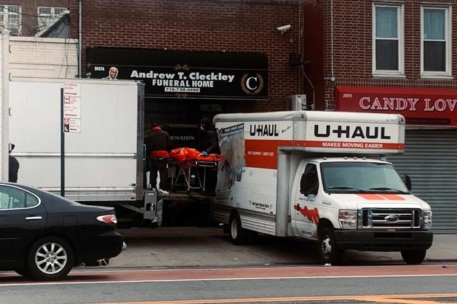 Phát hiện hàng chục thi thể đang phân hủy trên xe tải ở New York-1