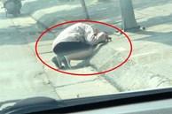 Trưa hè nóng nực, người phụ nữ gục bên lề đường, lý do đằng sau khiến người khác phải bật cười