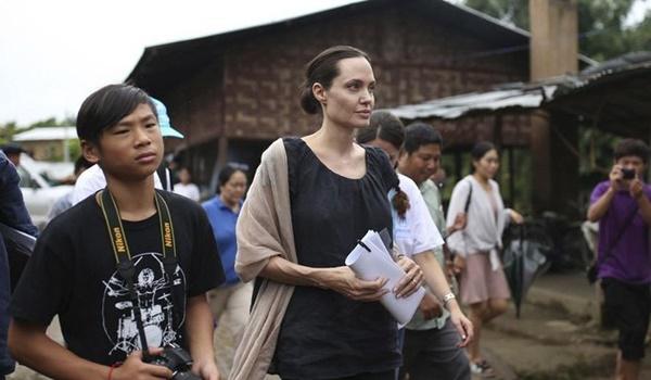 Cậu bé người Việt được Angelina Jolie nhận nuôi ngày ấy - bây giờ: Lột xác từ tính cách đến ngoại hình, luôn được mẹ dặn ghi nhớ 1 điều-5