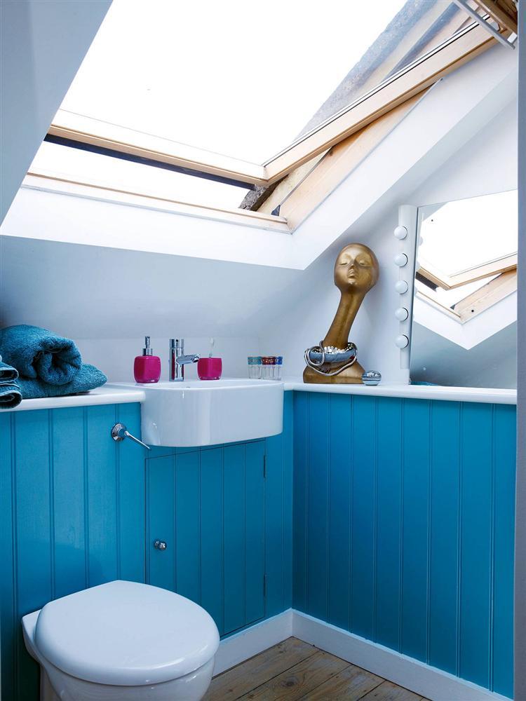 Gam màu xanh và trắng: Bộ đôi hợp thời trang và vượt thời gian cho phòng tắm nhà bạn-4