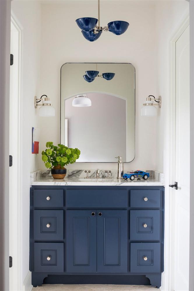 Gam màu xanh và trắng: Bộ đôi hợp thời trang và vượt thời gian cho phòng tắm nhà bạn-5