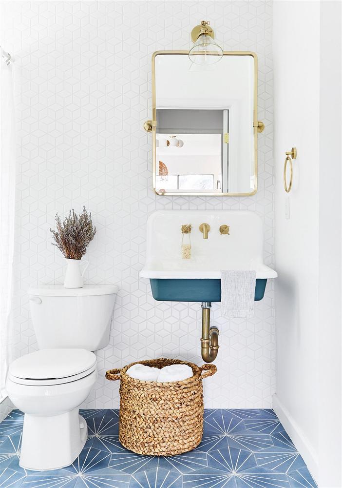 Gam màu xanh và trắng: Bộ đôi hợp thời trang và vượt thời gian cho phòng tắm nhà bạn-13