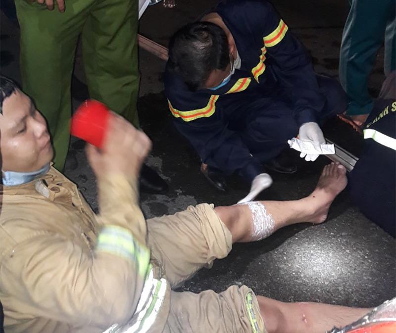 Nhiều lính cứu hỏa bị thương khi chữa cháy trong khu chế xuất Tân Thuận-2