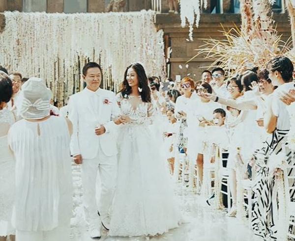 Loạt khoảnh khắc hiếm trong lễ cưới của Lâm Tâm Như - Hoắc Kiến Hoa vừa được tiết lộ, chú rể rưng rưng bên cô dâu-1