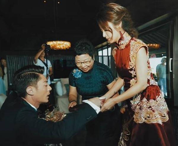 Loạt khoảnh khắc hiếm trong lễ cưới của Lâm Tâm Như - Hoắc Kiến Hoa vừa được tiết lộ, chú rể rưng rưng bên cô dâu-4