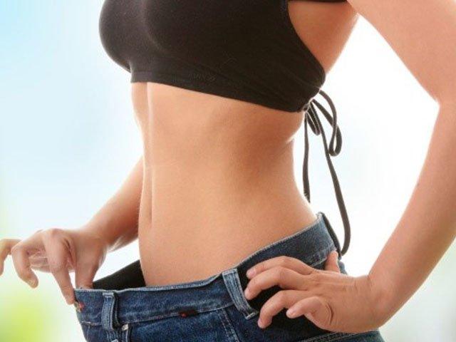 """Lệ Quyên siết hàm"""" giảm cân, thân hình gầy sọp đến độ vòng 1 gợi cảm cũng tiêu biến-9"""