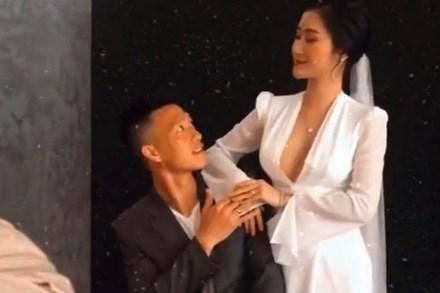 Bạn gái Huy Hùng (tuyển Việt Nam) bất ngờ tung video hậu trường chụp ảnh cưới: Cô dâu chú rể đẹp đôi, dân tình chúc mừng tới tấp