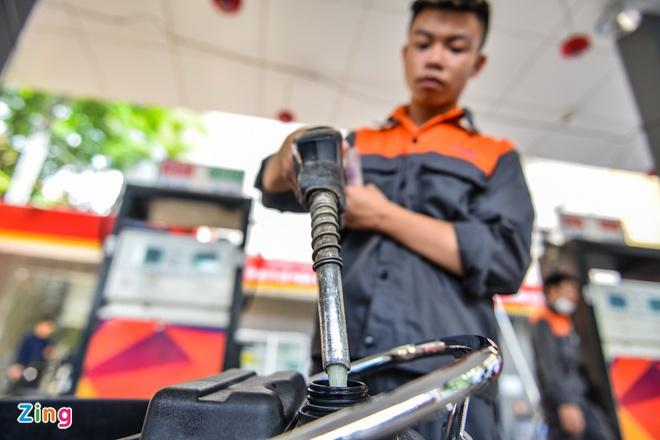 Giá xăng dầu thấp kỷ lục, nhà sản xuất và phân phối ôm lỗ nặng-1