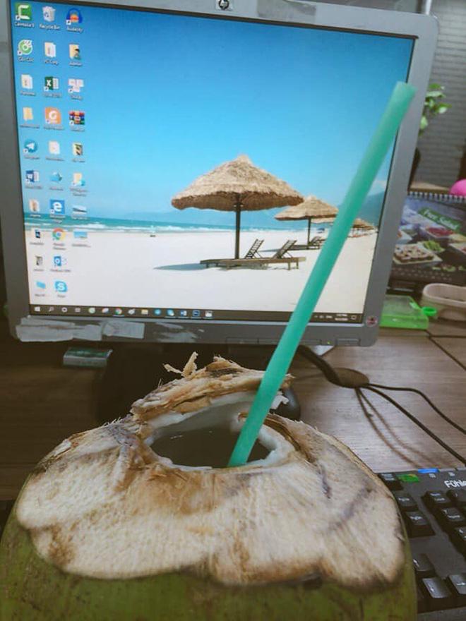 Khoe nằm bãi biển uống nước dừa, cô gái khiến đám bạn ở nhà ghen tị, sự thật đau lòng nằm trong tấm ảnh cuối-6