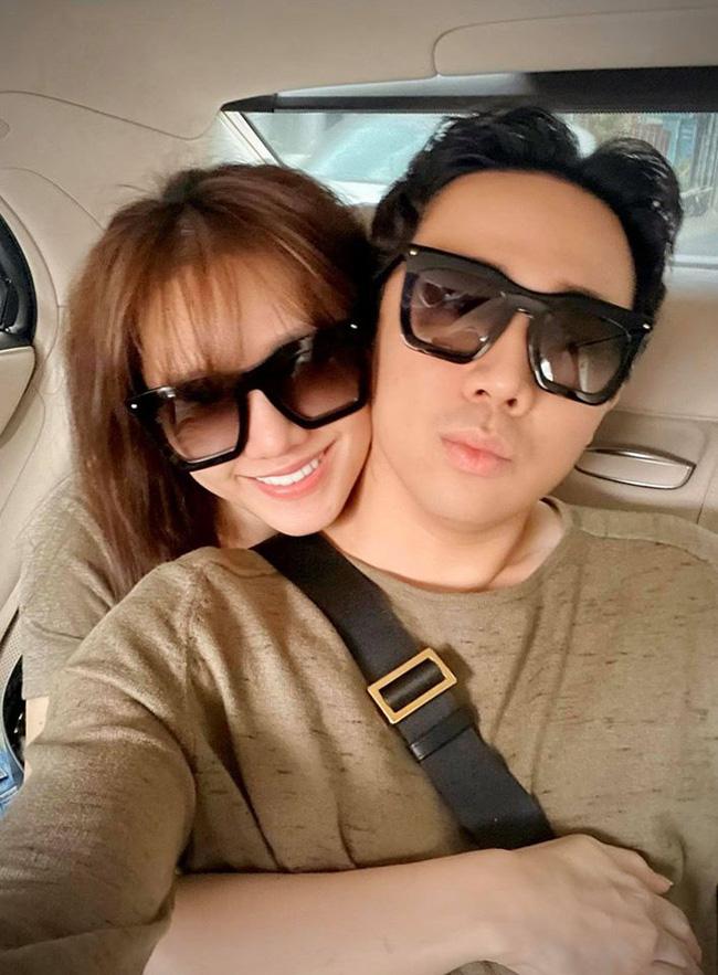 Vợ chồng Hari Won - Trấn Thành cà khịa nhau khắp mọi nơi, fan lại được phen cười nghiêng ngả-2