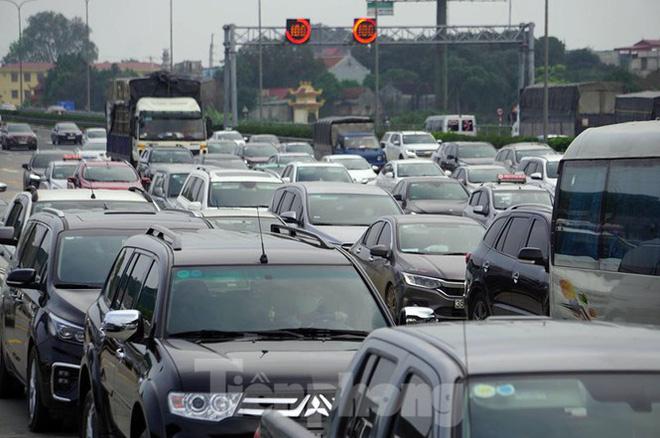 Cao tốc Pháp Vân tê liệt sau kỳ nghỉ lễ dài ngày-3
