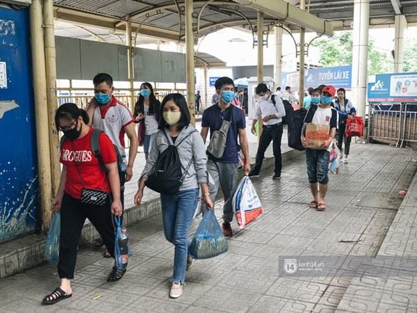 Chùm ảnh sinh viên quay trở lại thành phố học tập, tay xách nách mang hành lý và đồ ăn ngon nhất được cha mẹ gửi gắm-1