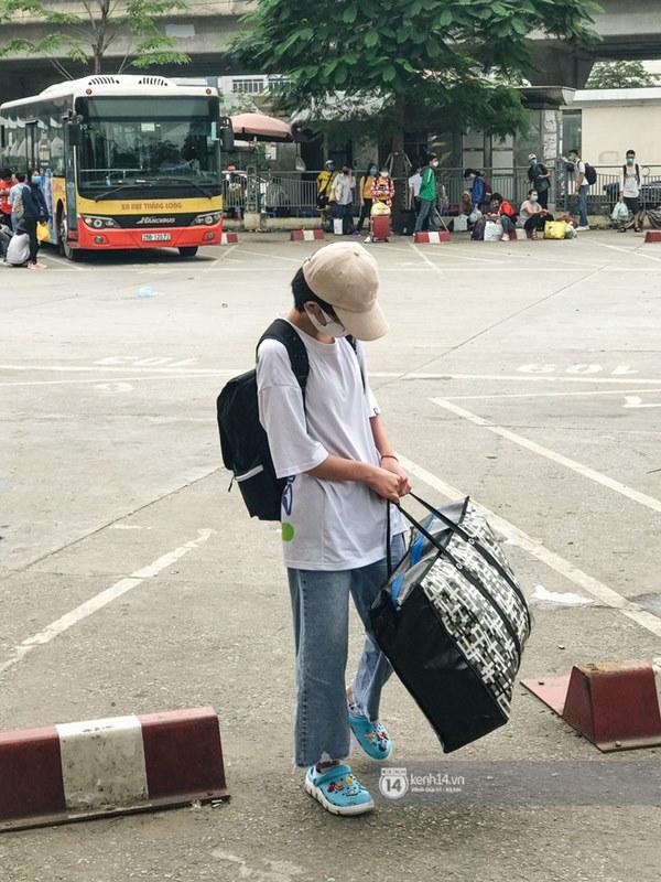 Chùm ảnh sinh viên quay trở lại thành phố học tập, tay xách nách mang hành lý và đồ ăn ngon nhất được cha mẹ gửi gắm-3