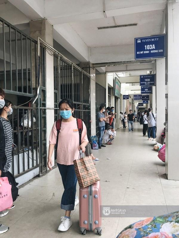 Chùm ảnh sinh viên quay trở lại thành phố học tập, tay xách nách mang hành lý và đồ ăn ngon nhất được cha mẹ gửi gắm-4