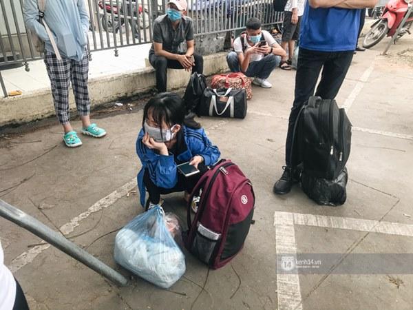 Chùm ảnh sinh viên quay trở lại thành phố học tập, tay xách nách mang hành lý và đồ ăn ngon nhất được cha mẹ gửi gắm-5