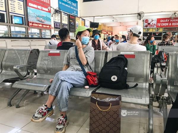 Chùm ảnh sinh viên quay trở lại thành phố học tập, tay xách nách mang hành lý và đồ ăn ngon nhất được cha mẹ gửi gắm-7