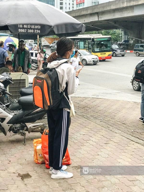 Chùm ảnh sinh viên quay trở lại thành phố học tập, tay xách nách mang hành lý và đồ ăn ngon nhất được cha mẹ gửi gắm-8