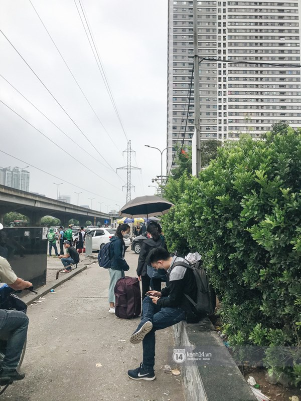 Chùm ảnh sinh viên quay trở lại thành phố học tập, tay xách nách mang hành lý và đồ ăn ngon nhất được cha mẹ gửi gắm-9