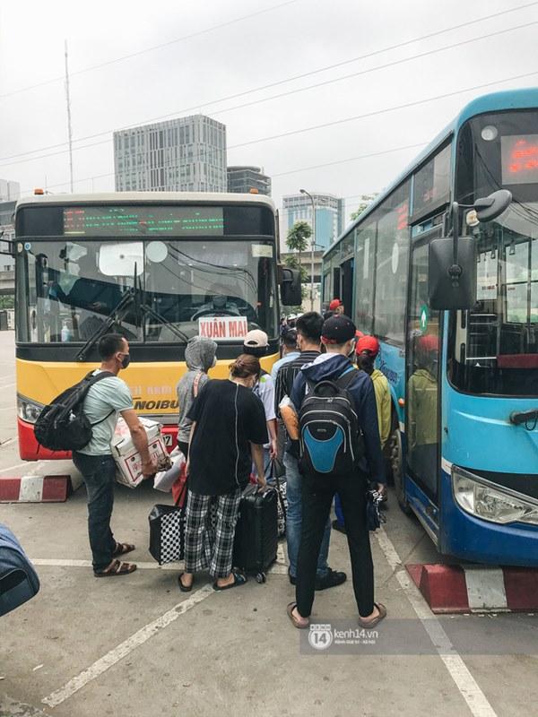Chùm ảnh sinh viên quay trở lại thành phố học tập, tay xách nách mang hành lý và đồ ăn ngon nhất được cha mẹ gửi gắm-10