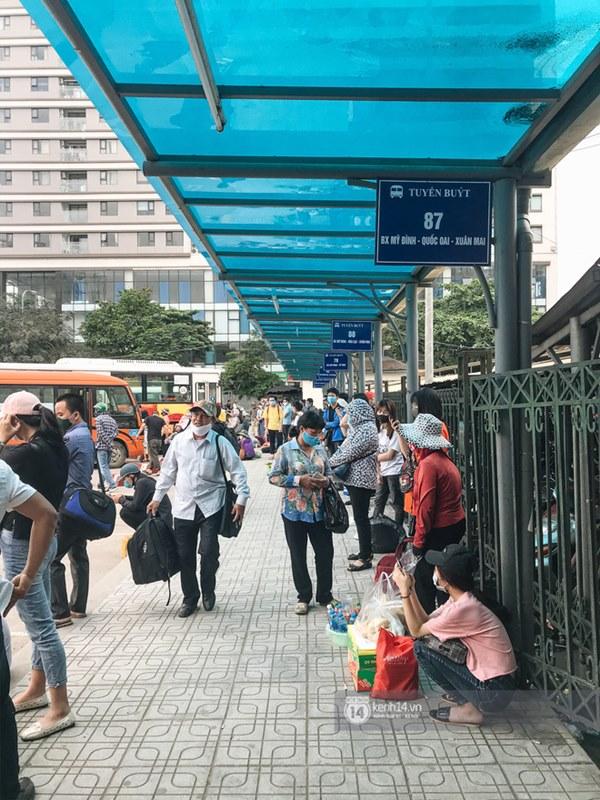 Chùm ảnh sinh viên quay trở lại thành phố học tập, tay xách nách mang hành lý và đồ ăn ngon nhất được cha mẹ gửi gắm-12