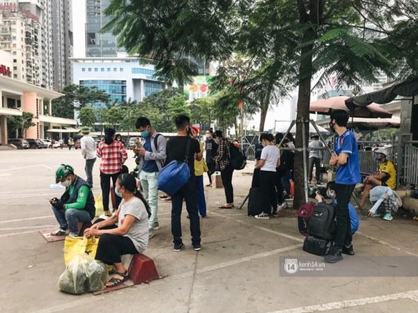 Chùm ảnh sinh viên quay trở lại thành phố học tập, tay xách nách mang hành lý và đồ ăn ngon nhất được cha mẹ gửi gắm-15