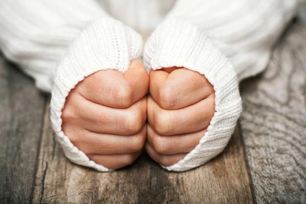 Trời nóng nhưng tay chân lạnh ngắt: Dấu hiệu cảnh báo bệnh nguy hiểm