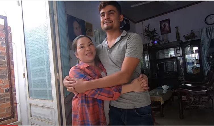 Cô dâu Việt 65 tuổi kết hôn với thanh niên ngoại quốc 24 tuổi: Phản ứng bất ngờ của người thân-1